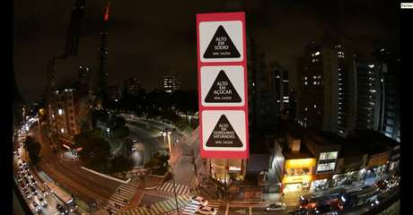 Ação na avenida Paulista chama atenção para consulta pública sobre rotulagem de alimentos.