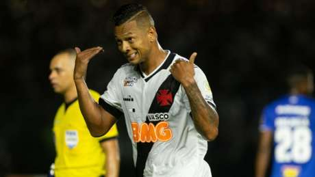 Fredy Guarín marcou o gol da vitória do Vasco (Foto: Marcelo Goncalves/Photo Premium/Lancepress!)