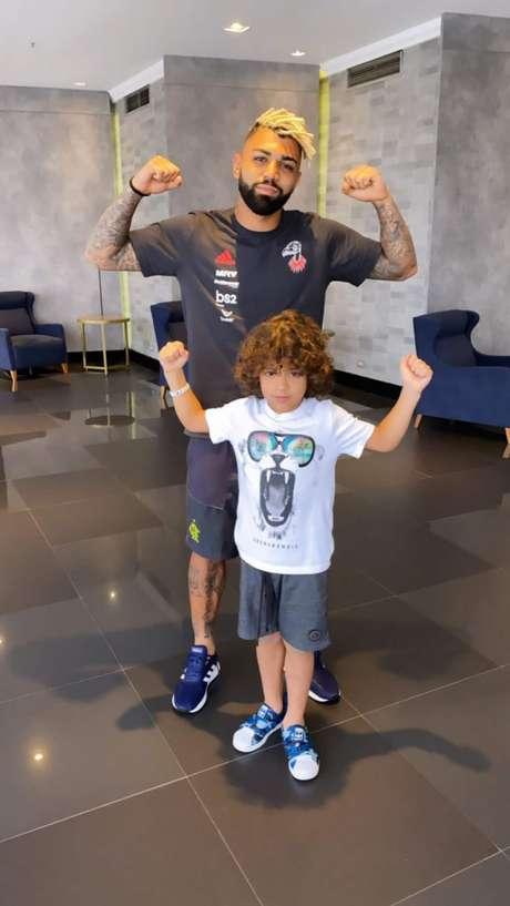 Gabigol postou a foto com Luke, filho mais novo de Felipe Melo (Foto: Reprodução)