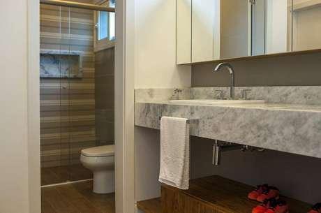 25. A torneira para pia de banheiro deve ser instalada de acordo com o ambiente. Projeto de Paula Inês Sizinando