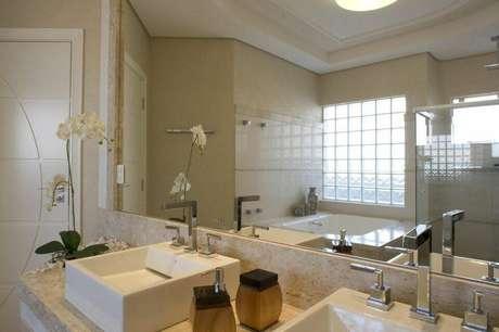 37. Esta torneira para pia de banheiro é simples e moderna. Projeto de Aquiles Nicolas Kilaris