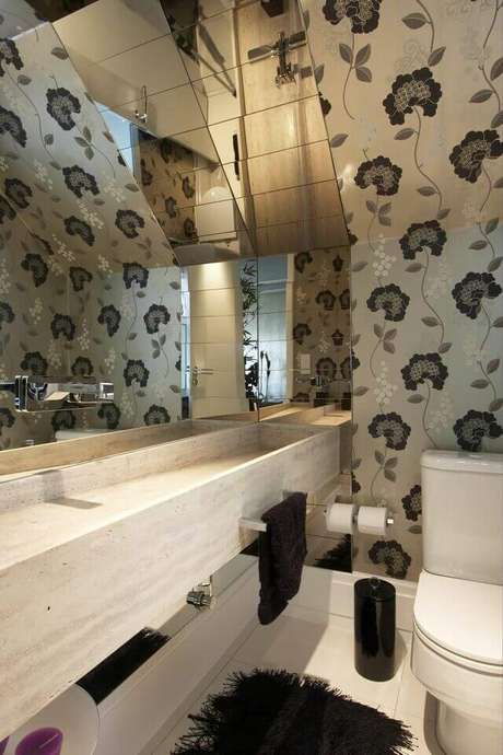 35. A torneira para pia de banheiro pode ser instalada no espelho. Projeto de Léo Shehtman