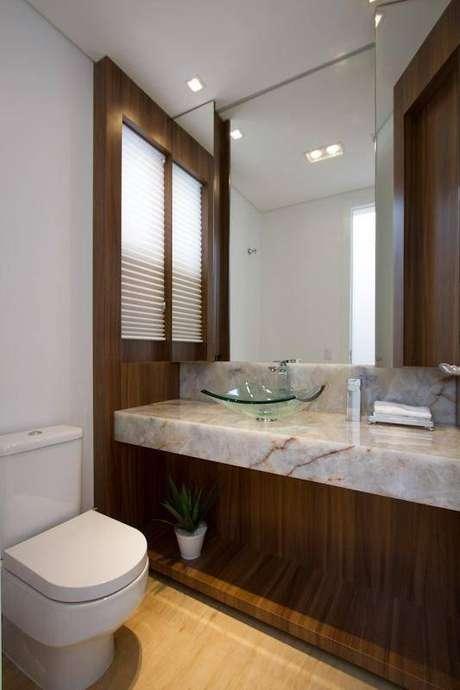 14. A torneira para pia de banheiro é também um elemento decorativo. Projeto de Studio KZA