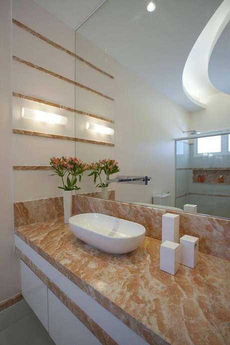 43. Mais um ótimo exemplo de como a torneira para pia de banheiro pode ser instalada no espelho. Projeto de Aquiles Nicolas Kilaris