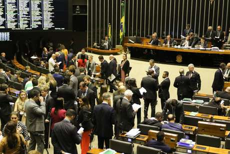 Por 408 votos a favor e 9 contrários, Câmara aprova versão desidratada de pacote de Moro