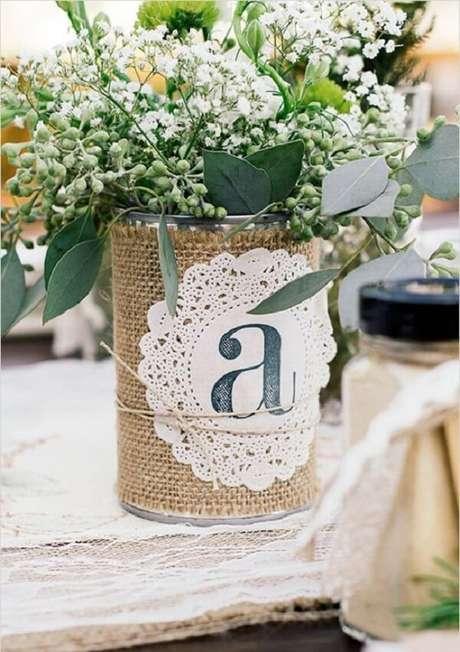 46. Encape a lata decorada com tecido de juta. Fonte: Pinterest