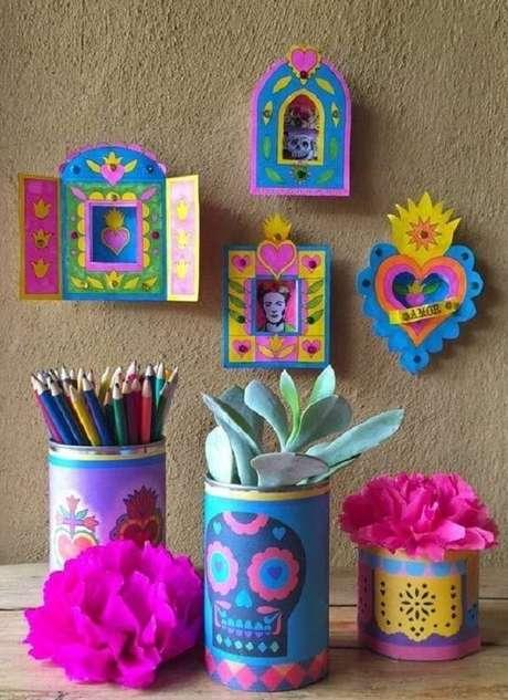 47. As latas decoradas podem receber um acabamento colorido. Fonte: Pinterest