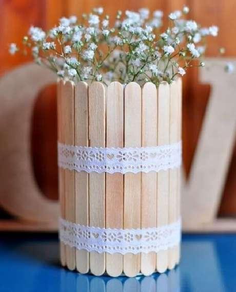 49. Utilize palitos de sorvete para criar latas decoradas. Fonte: Pinterest