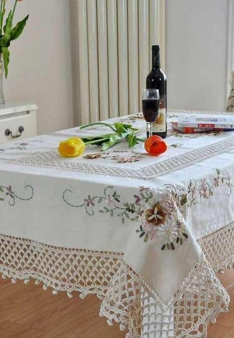 14. Linda inspiração de bico toalha de mesa de crochê super delicada com bordados