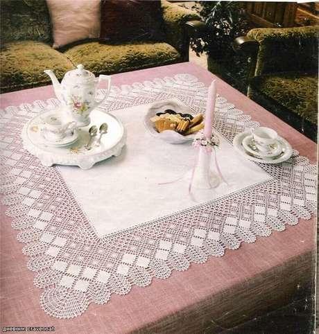 16. Bico de toalha de mesa de crochê quadrada e super delicada.