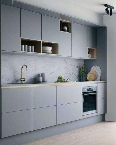 5. A cozinha cinza claro é delicada, enquanto a cozinha cinza escuro é mais chamativa. Foto: Letícia Interiores