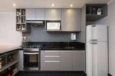18. A cozinha cinza é sempre vantajosa. Foto: Casa Casada
