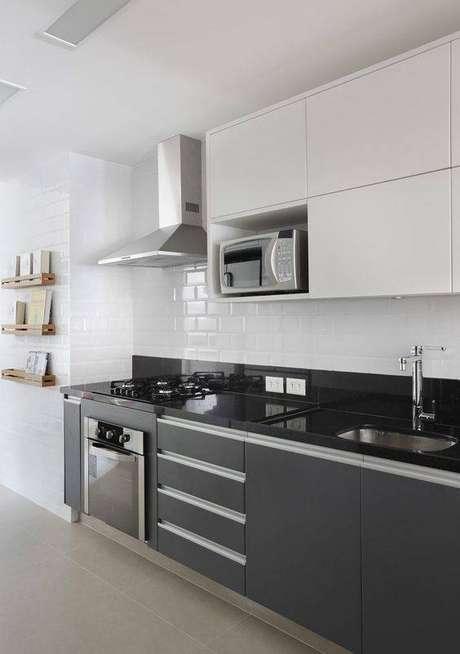 10. A cozinha cinza é muito popular. Foto: Vanessa Salles