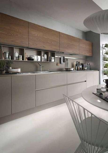 49. A cozinha cinza sempre parece grande. Foto: Homify