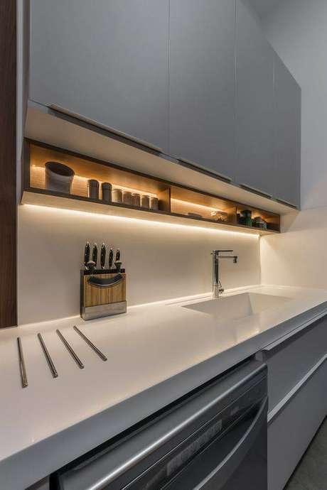 59. A cozinha cinza não precisa se apagar no ambiente. Foto: RP Guimarães