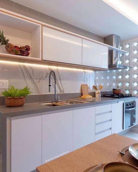 40. A cozinha cinza pode ser decorada de muitas formas. Foto: Instagram
