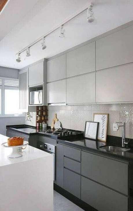63. A cozinha cinza pode ser muito mais decorada do que muitos pensam. Foto: Origin Loop