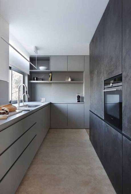 61. Paredes de cimento queimado são perfeitas para cozinha cinza. Foto: Ideias Decor