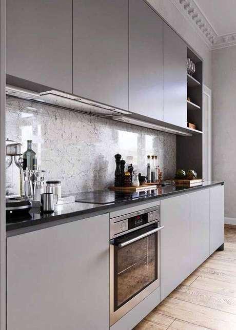 27. A cozinha cinza pode ser o curinga do ambiente. Foto: Decor Fácil