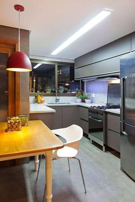 24. A cozinha cinza é delicada quando usa as tonalidades certas. Foto: Homify