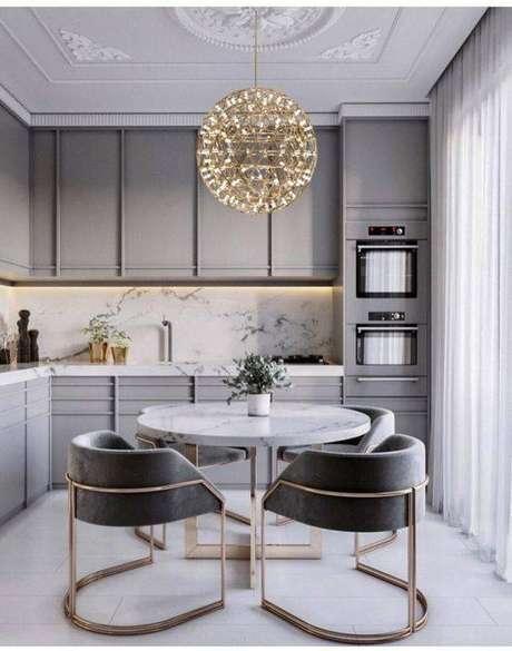 1. A cozinha cinza é algo muito vantajoso. Foto: Letícia Interiores