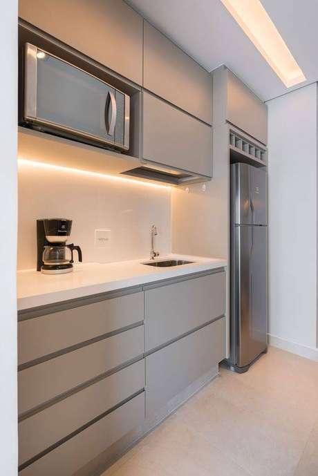 58. A pia da cozinha cinza deve combinar com todo o ambiente. Foto: Margil Marcenaria