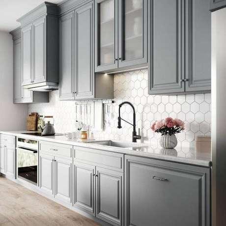 53. A cozinha cinza escura é, sim, muito vantajosa. Foto: Home Depot