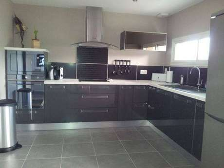 16. A cozinha cinza é objeto de desejo de muitas pessoas. Foto: ForumConstruire