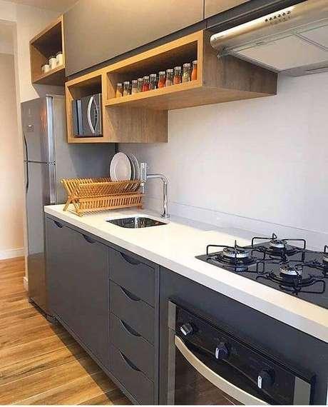 23. A cozinha cinza pode ser feita de muitas formas. Foto: Instagram