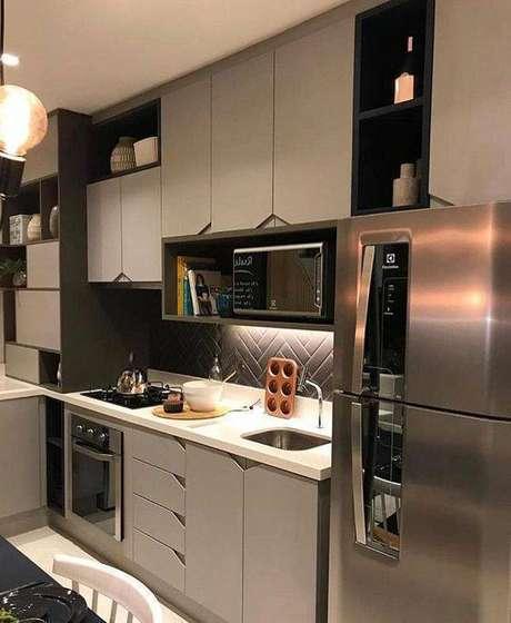 39. A cozinha cinza com bancada branca é muito delicada. Foto: Instagram