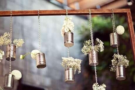 55. Decore a festa de casamento com latas decoradas. Fonte: Pinterest