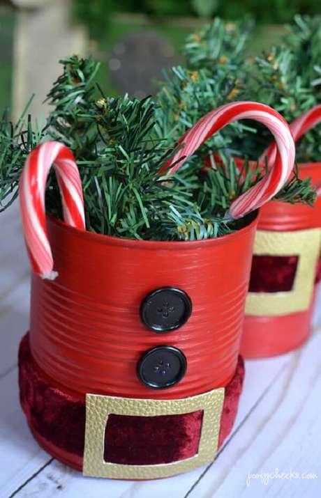 7. Decore a mesa de Natal com latas decoradas. Fonte: Pinterest