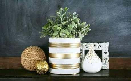56. Invista em latas decoradas pintadas. Fonte: Reciclagem no Meio Ambiente