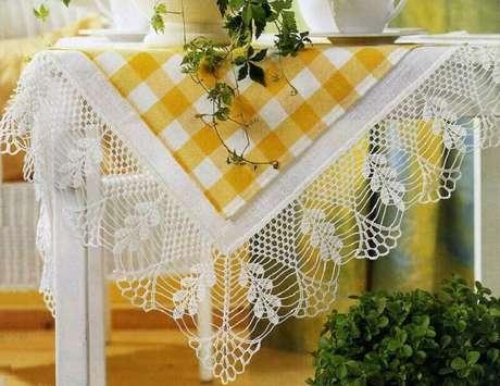 23. Modelo delicado bico de toalha de mesa de crochê