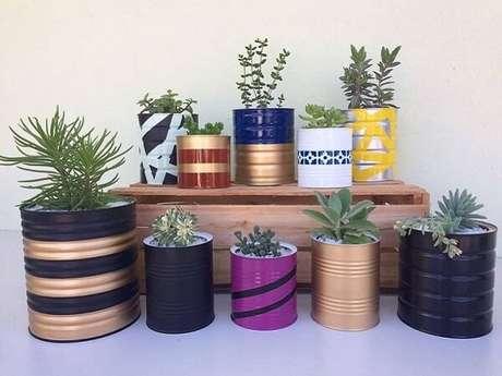 69. Utilize as latas decoradas como vasos. Fonte: Pinterest