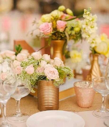 70. Invista em latas decoradas douradas. Fonte: Pinterest
