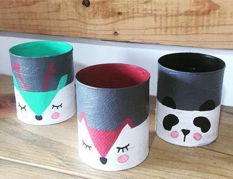 81. Pinte de forma criativa as latas de alumínio. Fonte: Dicas de Mulher