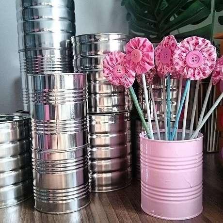 82. A lata de alumínio se transformou em um lindo vaso. Fonte: Pinterest