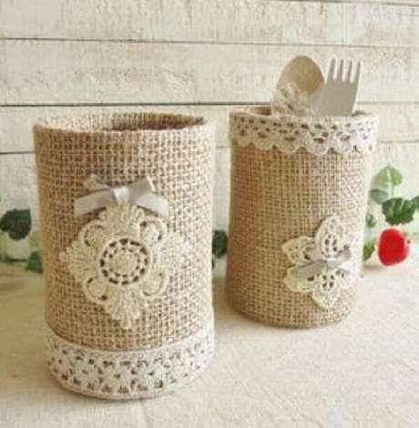 11. Latas decoradas com tecido em juta. Fonte: Pinterest