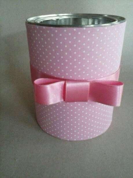 26. Decoração com latas decoradas de leite para porta cotonete. Fonte: Pinterest