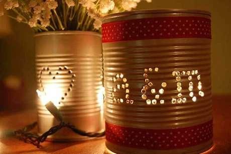 15. Lanternas para eventos feitas com latas decoradas. Fonte: Pinterest