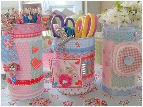 18. Kit com latas decoradas para materiais escolares. Fonte: Pinterest