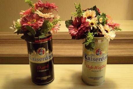 39. Latas decoradas com Arranjos de flores. Fonte: Pinterest