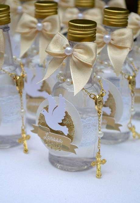 73. Garrafinha de água personalizada – Via: Pinterest