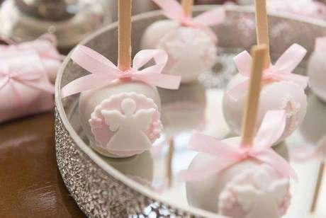 17. Doces personalizados como lembrancinha de batizado menina cor de rosa – Via: Casa e Festa