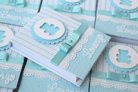 21. Caderninho personalizado para lembrancinha de batizado – Via: Pinterest