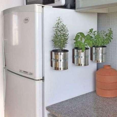 74. Mini horta feita com latas de alumínio. Fonte: Pinterest