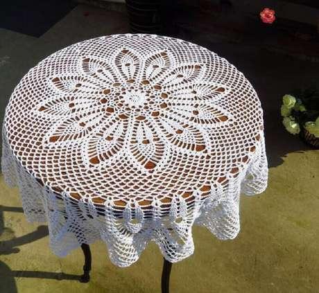 29. Modelo de toalha de mesa de crochê