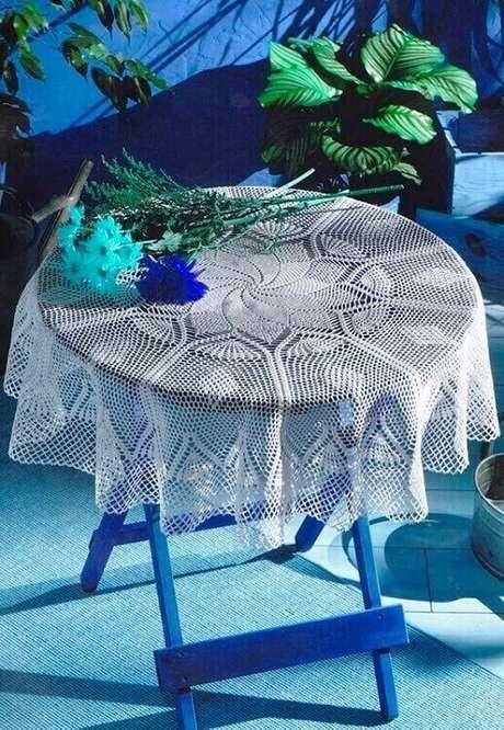 7. Modelo de toalha de mesa de crochê redonda