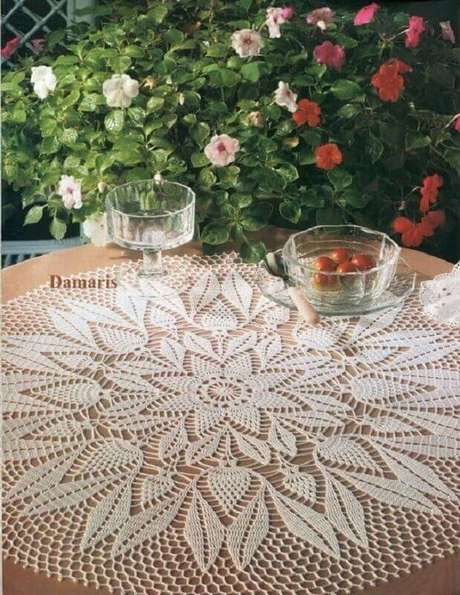 30. A toalha de mesa de crochê pode ser utilizada para cobrir apenas o tampo da mesa